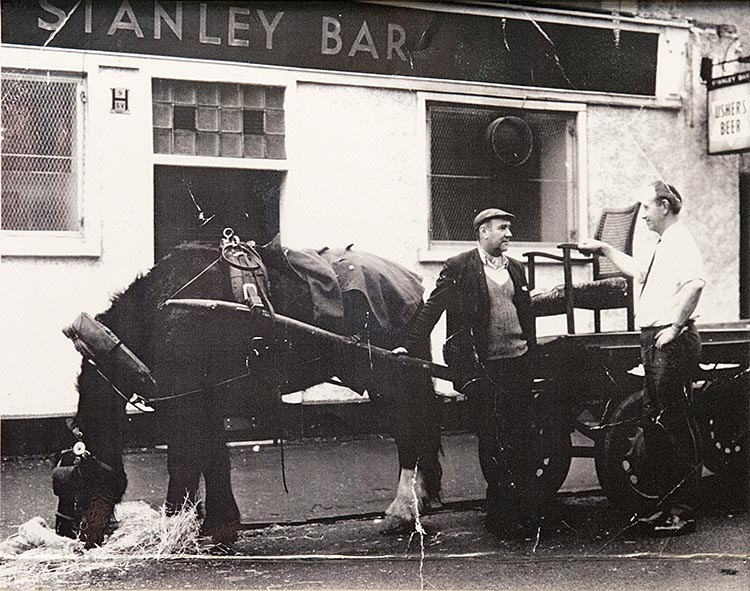 Old image of the Stanley Bar Kinning Park